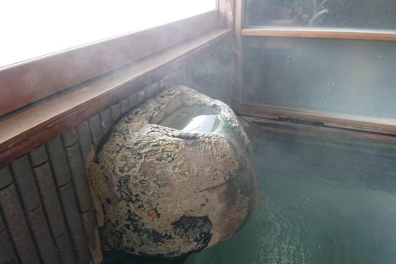 フォーレスト蔵王温泉の露天風呂湯口