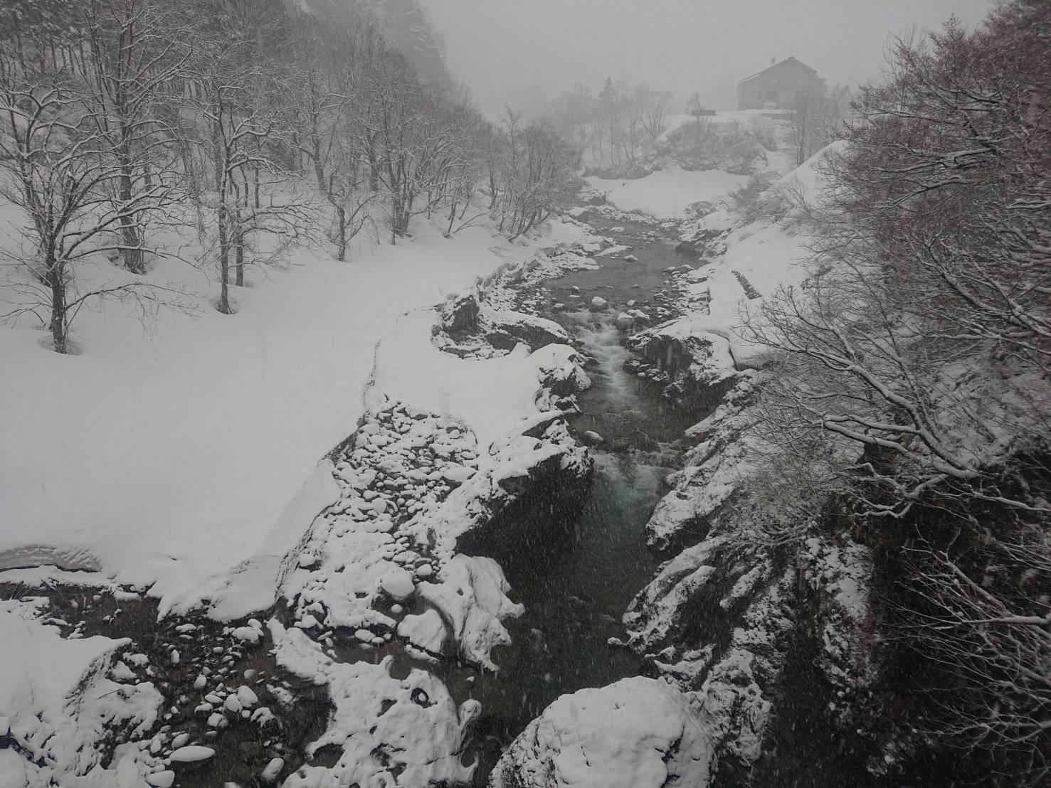 梅花皮荘付近の橋からの景色