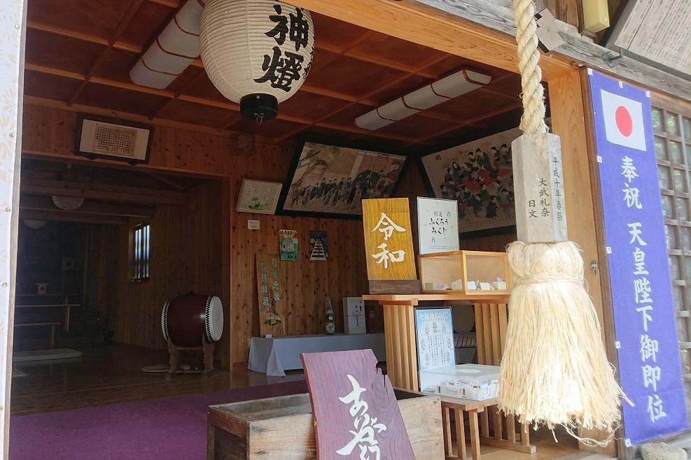 芍薬の杜 諏訪神社の本殿