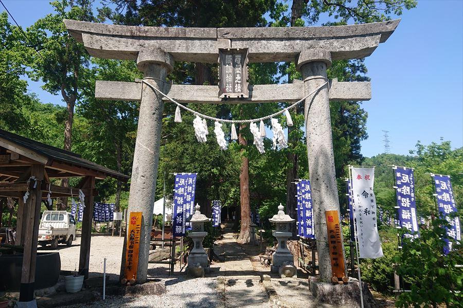 芍薬の杜 諏訪神社の鳥居