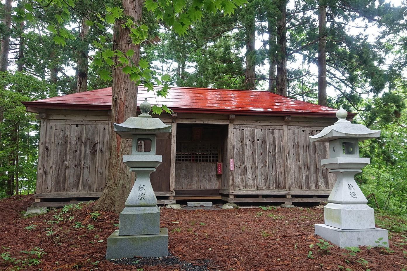 羽山神社の拝殿