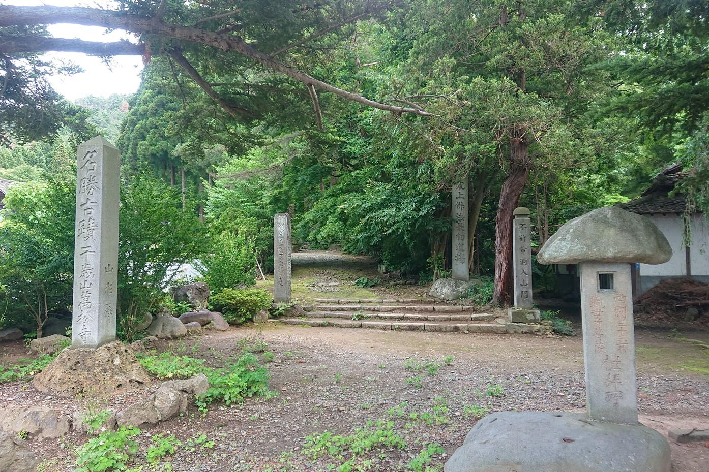 萬松寺の入り口