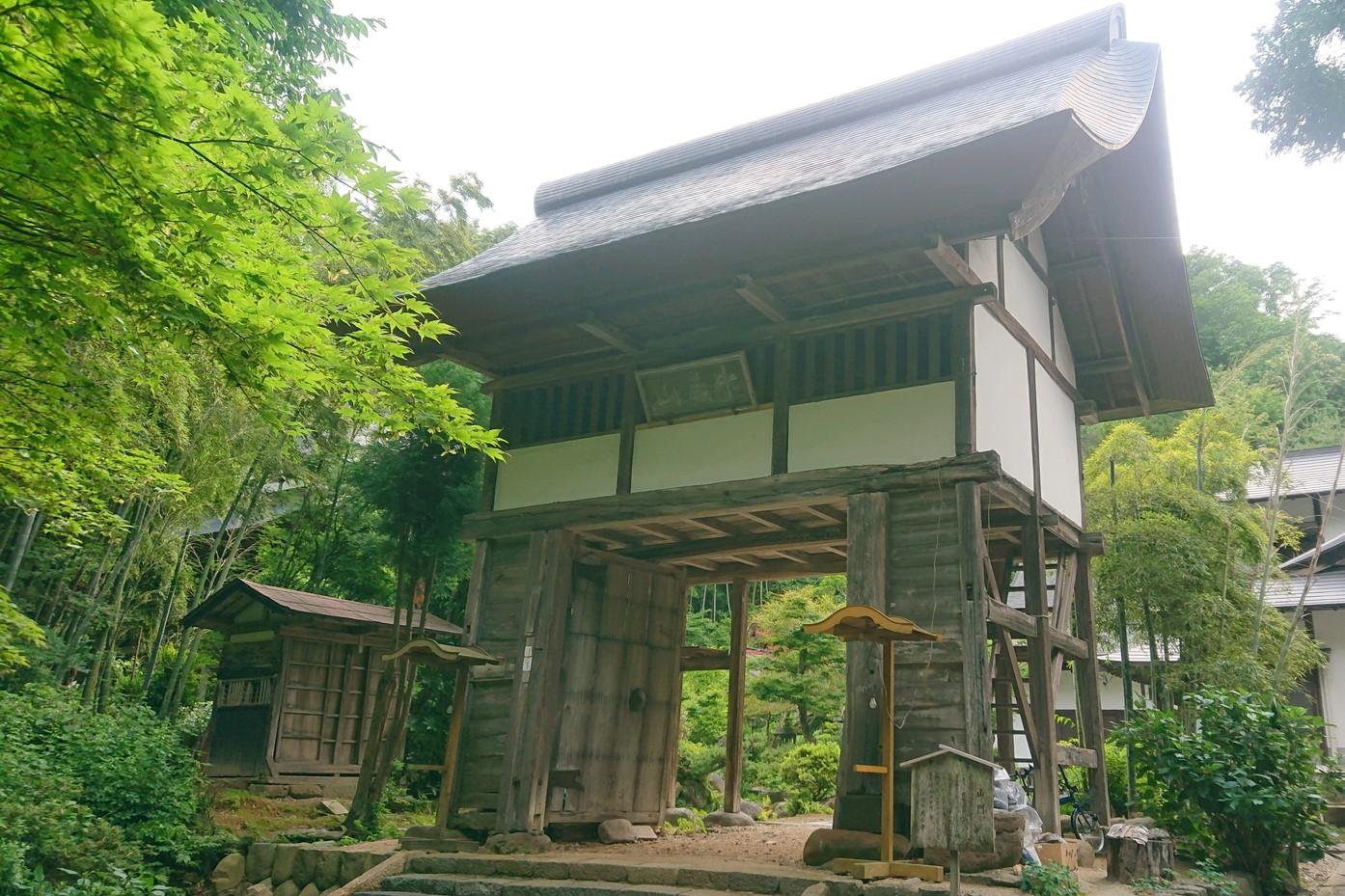 萬松寺の山門