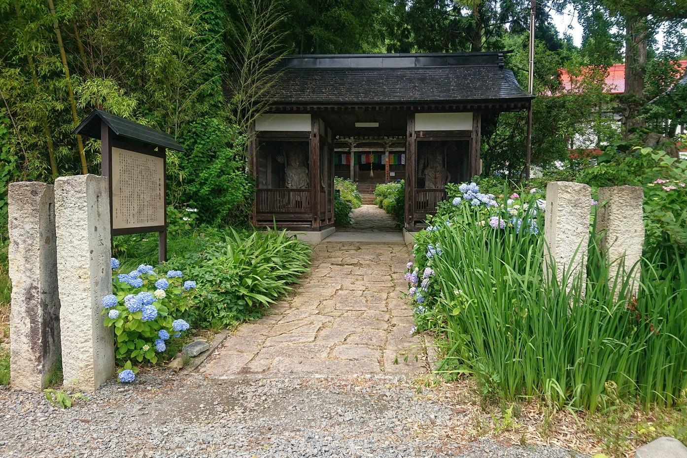 堂森善光寺の門前