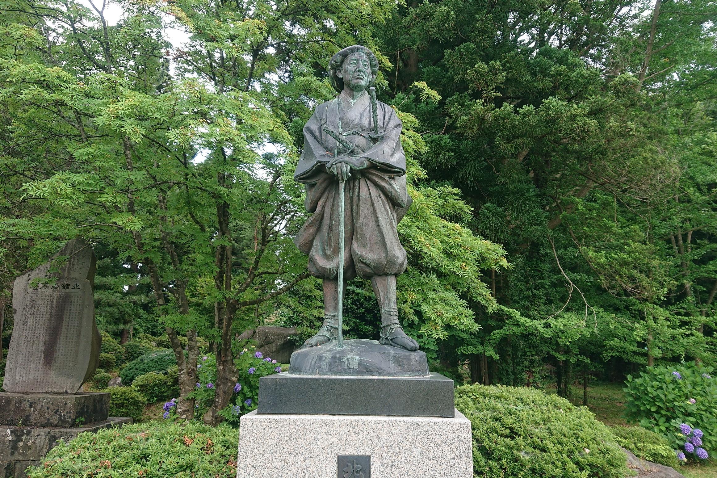 北館公の銅像