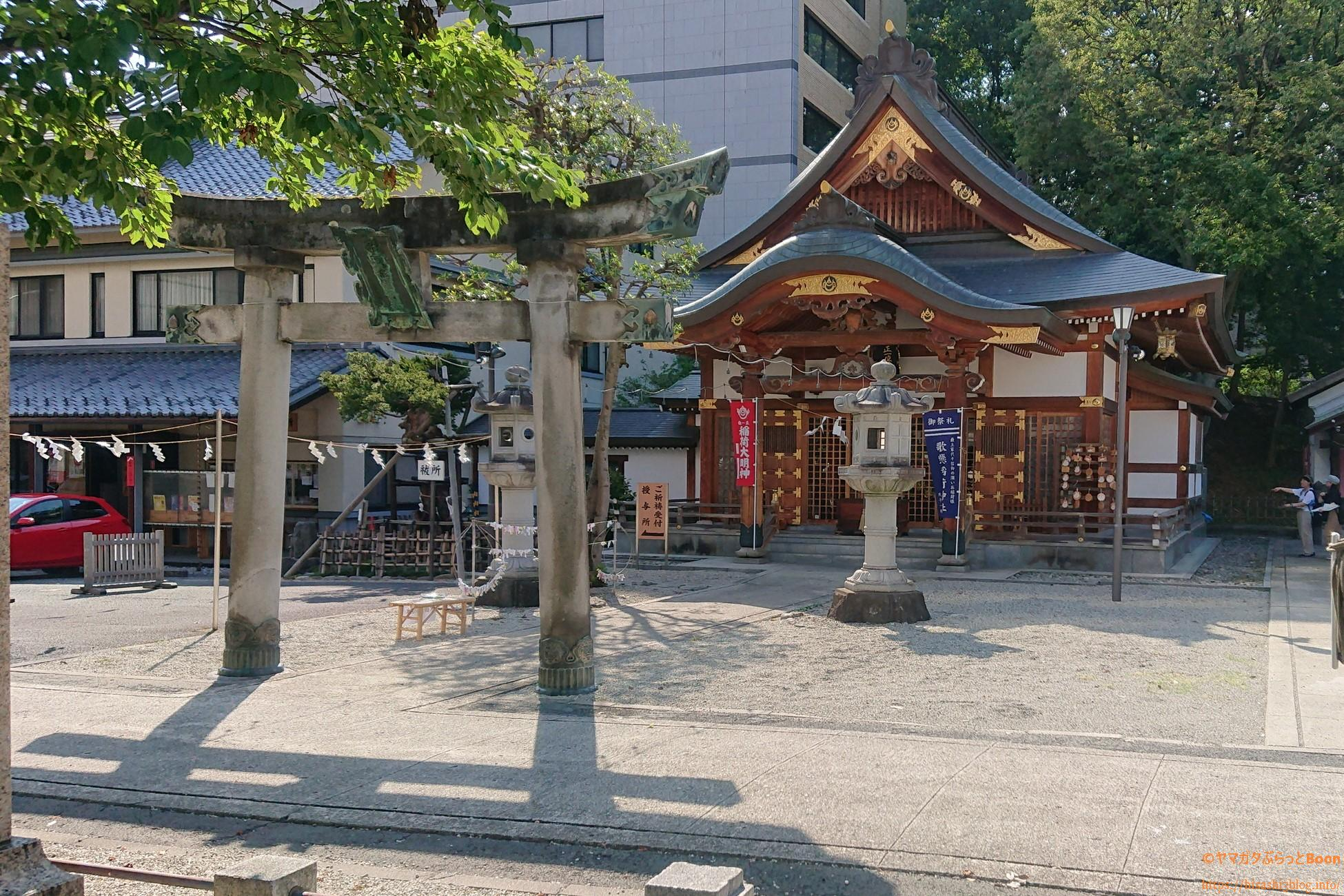 歌懸稲荷神社の拝殿