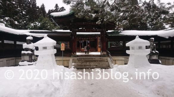 上杉神社の神門前