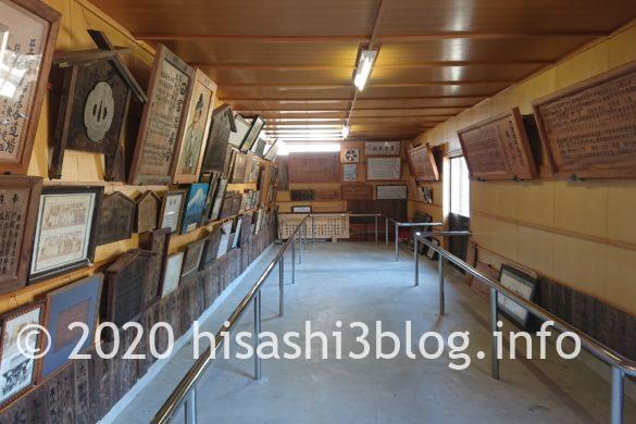 熊野・居合両神社の掲額殿内部
