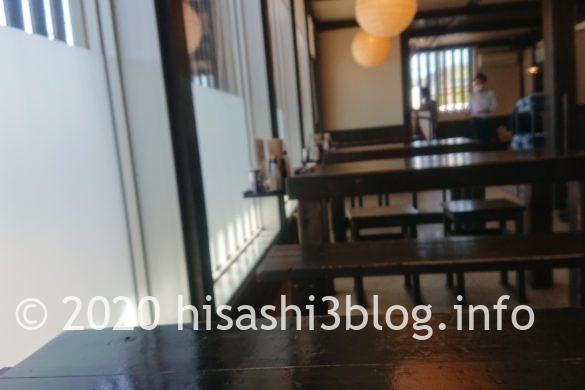 「麺屋 葵」の店内1