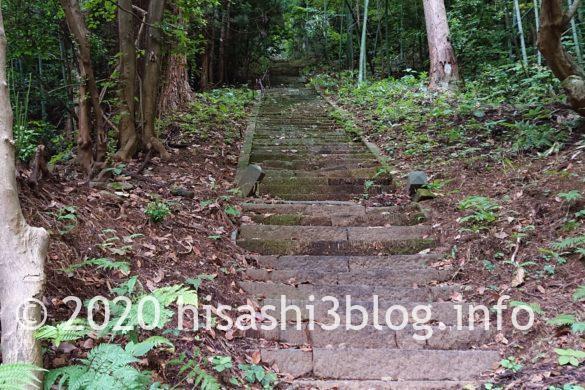 鳥海山大物忌神社 蕨岡口之宮 旧拝殿へ続く階段